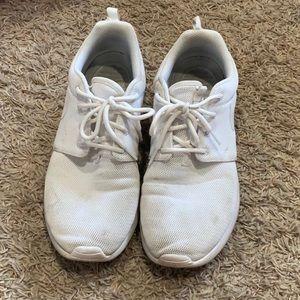 White Nike Roshe One sneakers